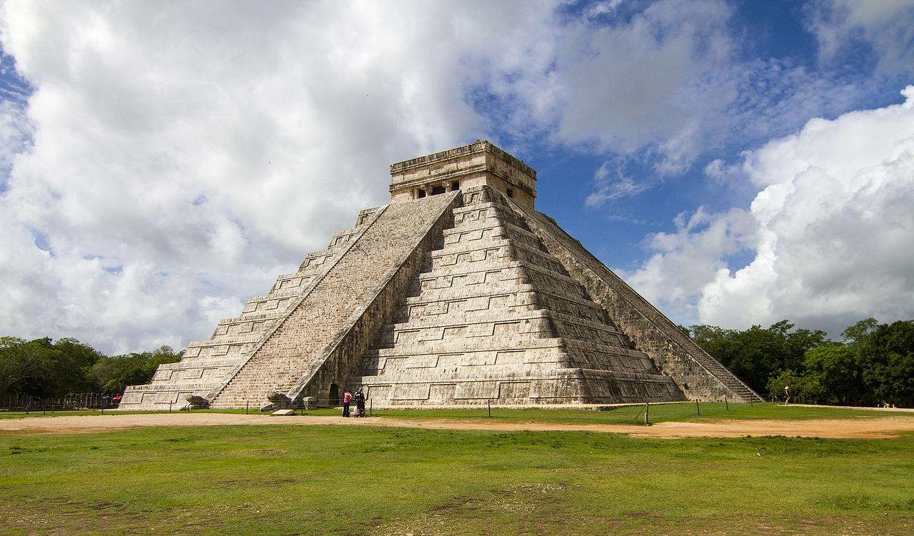 הפירמידה הגדולה צ'יצ'ן איצה (Chichen Itza) מקסיקו